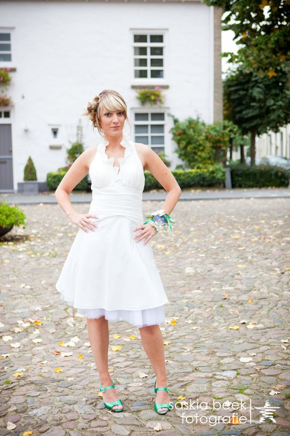 We love this little white dress  By www.assepoesterfeestkleding.nl
