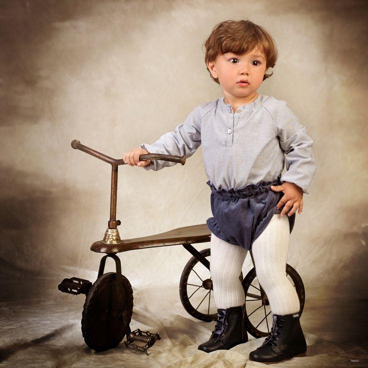 Look bebé camisa de rayas azules y blancas con culotte en micropana azul navy #kids #corazondeleonkids #culotte #pana #azul #navy #camisa #rayas #azulyblanco #look #baby #moda #madeinSpain #AW15-16