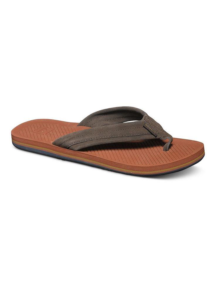 Haleiwa Suede - Sandalen für Männer  Diese Sandalen kommen mit weichem Obermateial aus Wildleder und sind die perfekte Ergänzung zu der Quiksilver Frühjahrs Kollektion 2015. Weitere Features sind: ein weiches, vorgeformtes Fußbett mit anatomisch korrekter Unterstützung des Fußgewölbes und abgewinkelten Rillen auf Fußbett für Traktion & Lüftung.  Merkmale:  Sandalen, Weiches, vorgeformtes Fußbet...
