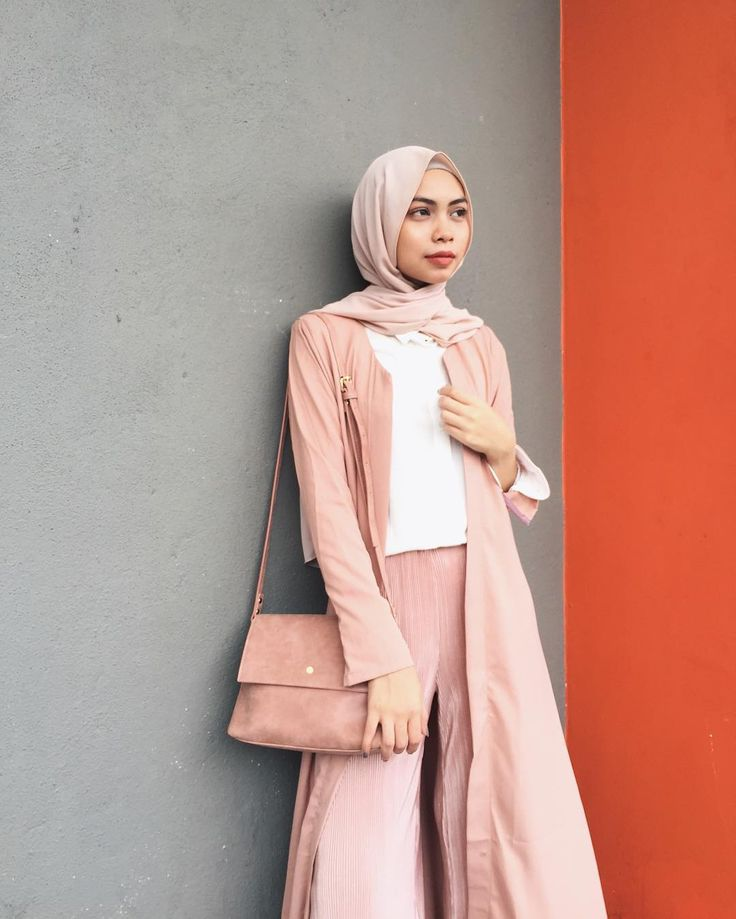 "2,322 Likes, 16 Comments - Izreen Syafika (@izreensyafika) on Instagram: "" (wearing long cardigan from @ameerazainiofficial and bag from @mizzuemy #ameerazainiofficial…"""