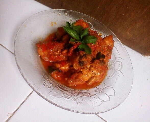 Ayam bumbu Pelecing Masakan khas Lombok (NTB).  Pueeddeeessss banget..