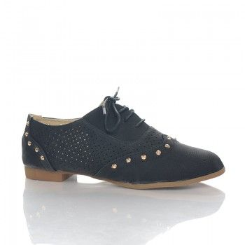 Pantofi Nigrini Pantofii Nigrini sunt ideali pentru sezonul estival avand un model perforat pe partile laterale, care permite picioarelor sa respire. Acesti pantofi sunt deosebit de moi si comozi, si pot fi asortati cu usurinta atat la o tinuta sport, cat si la una casual. Pantofii Nigrini sunt decorati cu tinte aurii pentru a oferi un plus de stralucire tinutelor tale.