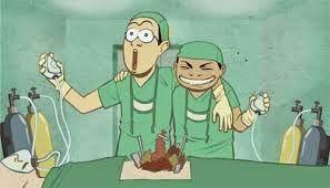 """Un médico israelita comenta: """"La medicina en Israel está muy avanzada, nosotros le quitamos un testículo a un tío, se los injertamos a otro, y en seis semanas ya está buscando trabajo."""" Un médico alemán comenta: """"Eso no es nada, en Alemania le sacamos parte del cerebro a una persona, lo ponemos en otra, y en cuatro semanas ya está buscando trabajo."""" Un médico ruso comenta:"""