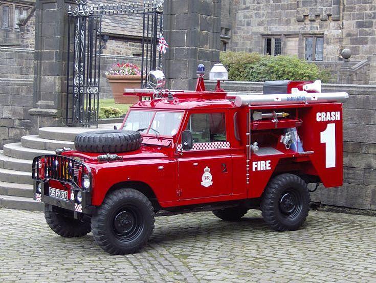 les 254 meilleures images du tableau firetrucks unusual vehicles sur pinterest fourgon d. Black Bedroom Furniture Sets. Home Design Ideas