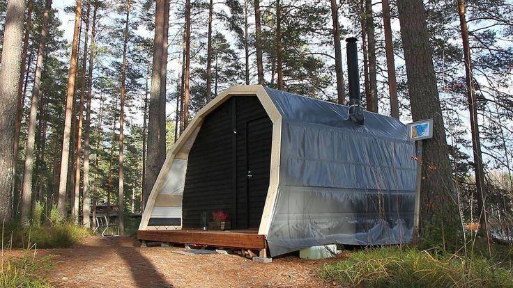 Luxury Tent warms by kamin below or fuel-driven heater.  Luksusteltan ovellinen etuseinä on kuusipuuta.  Telttakangas ei ole vielä lopullinen.