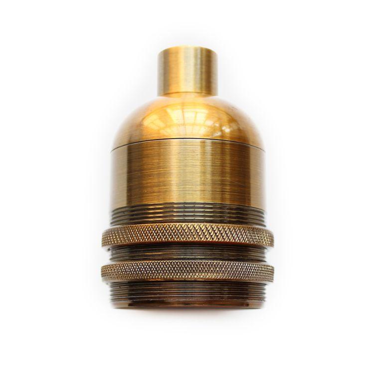 Masívnaantickáobjímkaje kompatibilná so všetkými našimi káblami a žiarovkami s päticou E27blami a žiarovkami s päticou E27