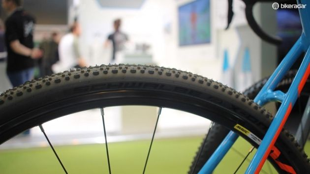 It runs on Mavic Aksium Disc wheels, shod with Schwalbe X-One 33mm tyres