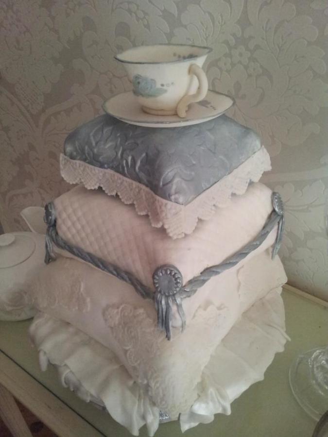 Silver tea cup cushion cake