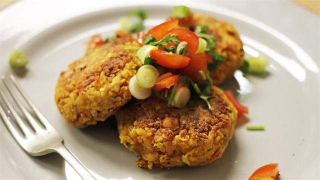 Chicken & Chick Pea Burgers... allowed on the Cambridge Diet! http://www.perfectportions.com/