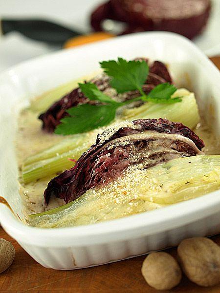 Zapiekanka z radicchio kopru włoskiego pod lekkim sosem serowym