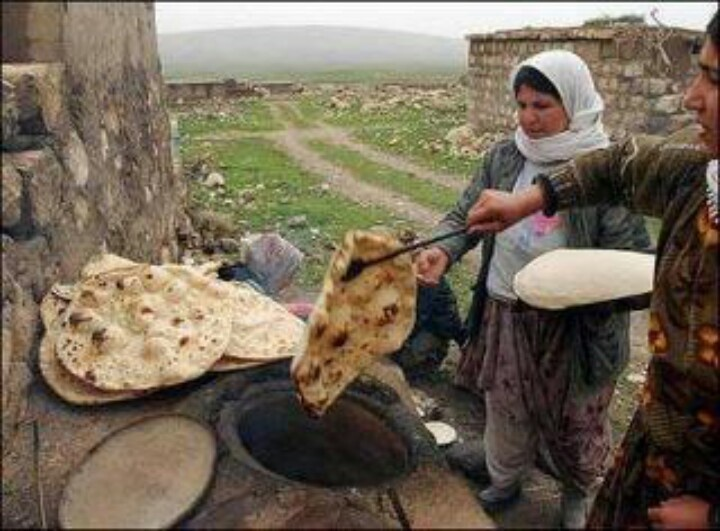 """Tartous/Syria - Best bread from the """"tannour"""""""