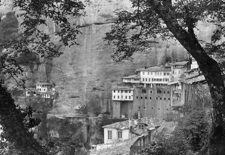 Maynard Owen Williams, 1930, Μέγα Σπήλαιον.