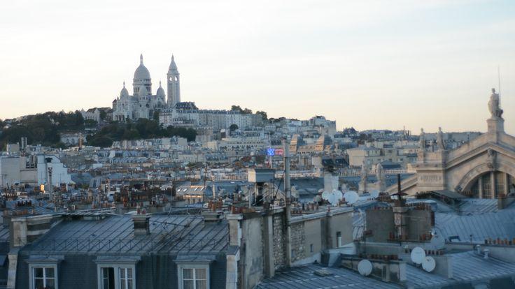 Sur le rooftop de Pierre, idéal pour admirer Paris à 360° Profitez d'une soirée entre collègues ou entre amis pour admirer un panorama a 360 des plus beaux monuments de la ville en dégustant un cocktail raffiné ou bien en vous déhanchant au rythme de vos musiques préférées pour les plus déjantés d'entre vous! #Paris #SnapEvent