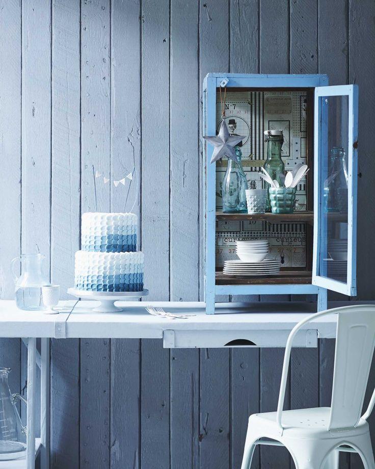 Blauw bureau   Blue desk   Fotografie Jeroen van der Spek   Styling Cleo Scheulderman   vtwonen December 2014