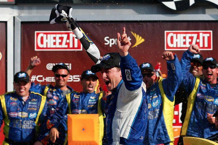 .@AJDinger wins his 1st career #NASCAR Sprint Cup race! pic.twitter.com/gDTZof7JJf