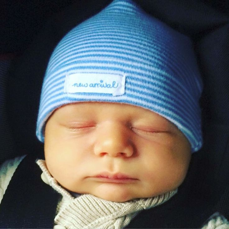 Jessa Duggar Seewald is letting us get and up close glimpse of her newborn  son Spurgeon Elliot. The adorable baby is shown in closeup, with a blue  knit cap ...