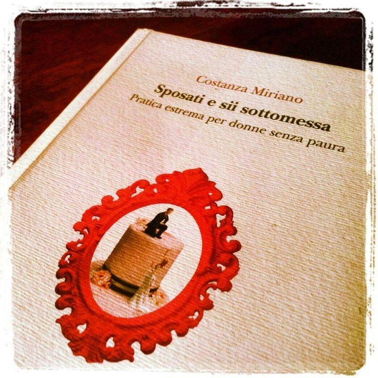 Sposati e sii sottomessa - Costanza Miriano  Ironico, brillante ... sui fallimenti, i sensi comuni, i dubbi, i desideri ... delle donne ma anche degli uomini.