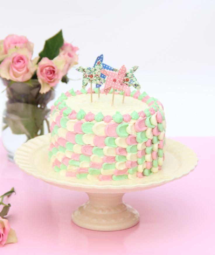 Piped petal cake