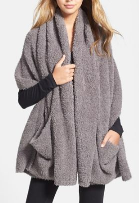 Love this cozy travel shawl! http://rstyle.me/n/mizw9nyg6