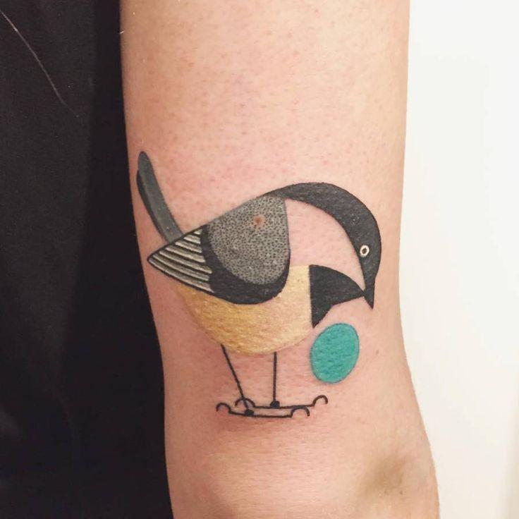 Tatouage oiseau géométrique