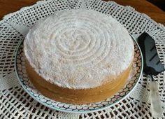Alman pastası harika bir kekin arasına bol krema sürülmüş, üzerine pudra şekeri serpilmiş muhteşem bir pastadır. Geçmişte çoğu pastanenin vitrinini süsleyen çok popüler bir pastaydı. Oysa artık pastanelerde pek bulunmayan genellikle sipariş üzerine hazır...