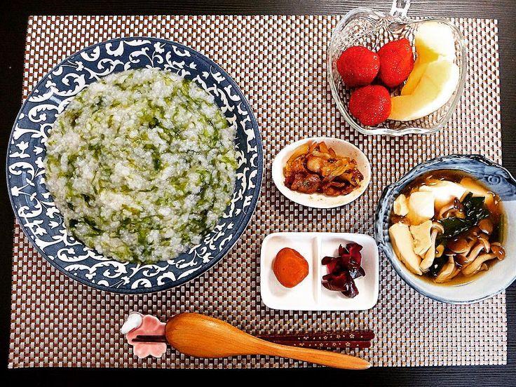 朝ごはん あおさのりのお粥 梅干し しば漬け 豚バラと白菜の炒め物 豆腐ときのこのあんかけ いちご りんご  #朝食 #朝 #あさごはん #朝飯 #ごはん #おうちごはん #うちごはん #手料理 #和食 #暮らし #お粥 #おかゆ by snw4324
