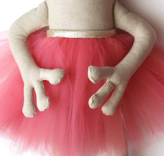 ♥ Kikker prinses Knuffeldier met een tutu rok en een gouden kroon. ♥  Deze charmante prinses was gemaakt wat sprankelende magie tot leven te brengen een klein meisje! De prinses is een heerlijk item voor het decoreren van een kinderdagverblijf en maakt een groot verjaardag of een baby douche cadeau. Het is een erfstuk stuk en het moet worden gewaardeerd, zowel door kinderen en volwassenen.  -De kikker prinses is gemaakt met een weefsel van linnen / katoen mix en gevuld met fiberfill. -He...