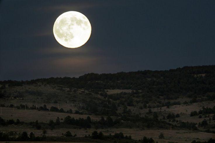 http://noticias.eltiempo.es/wp-content/uploads/2016/06/luna_llena-1024x682.jpg