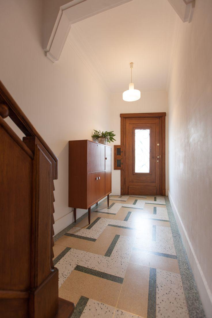 jaren '30 woning deurne 2010 (art deco, modernist house, terrazo floor, wood, original elements, vintage furniture)