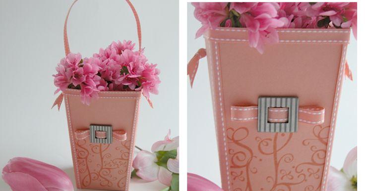 Uno de los trabajos que me tiene fascinada son unas cajas de palomitas demaíz usadas para adornos. La idea original pertenece a Becky de ...