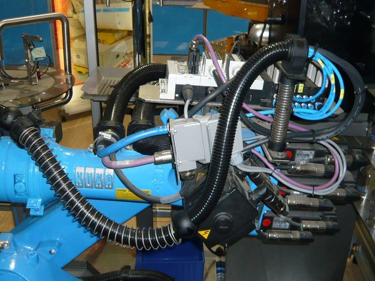 Tubos Corrugados Super-Flexíveis para Proteção e Organização de Cabos Elétricos/Pneumáticos em Robôs Industriais