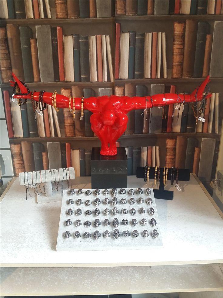Venez aussi découvrir notre collection de bijoux pour hommes dans notre boutique d'Asnières sur Seine ! #menonly #crazydiams #becrazy #wood #acier #skull #Atlas #style #bijoux #crazymen #homme #bois #bague #bracelet #poseyyy