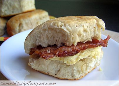 Biscuits Sandwiches to go: Biscuits Sandwiches, Breakfast Ideas, Bacon Biscuits, Egg Bacon Biscuit 02