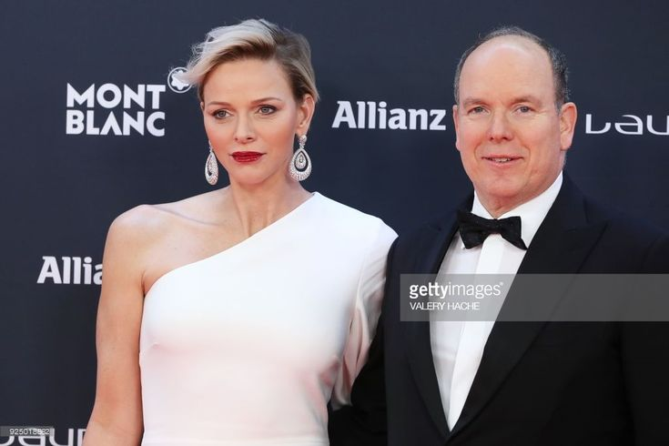 Prince Albert II of monaco and Princess Charlene of Monaco (L) pose on the red carpet before the 2018 Laureus World Sports Awards ceremony at the Sporting Monte-Carlo complex in Monaco on February 27, 2018. / AFP PHOTO / Valery HACHE        (Photo credit should read VALERY HACHE/AFP/Getty Images)