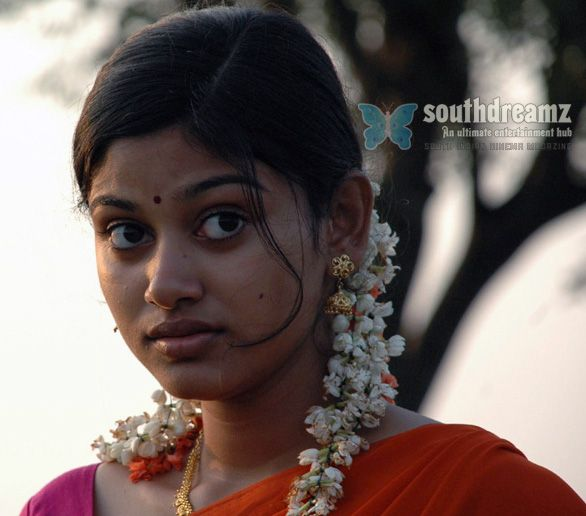 Oviya flooded with offers