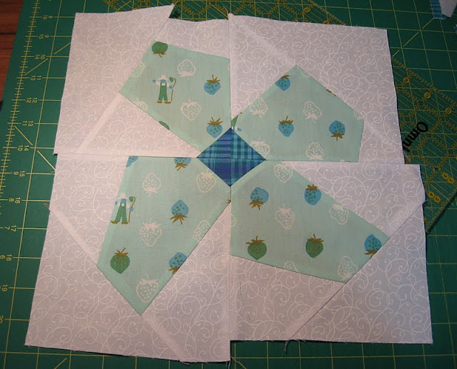 "tutorial - piecing ""The Buggy Barn Way"" finished quilt here: http://chezstitches.blogspot.com/2012/02/i-have-spring-fever.html"