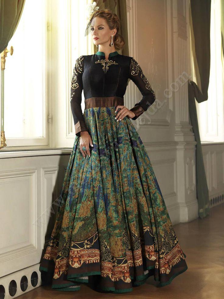 Длинное платье в пол с длинными рукавами