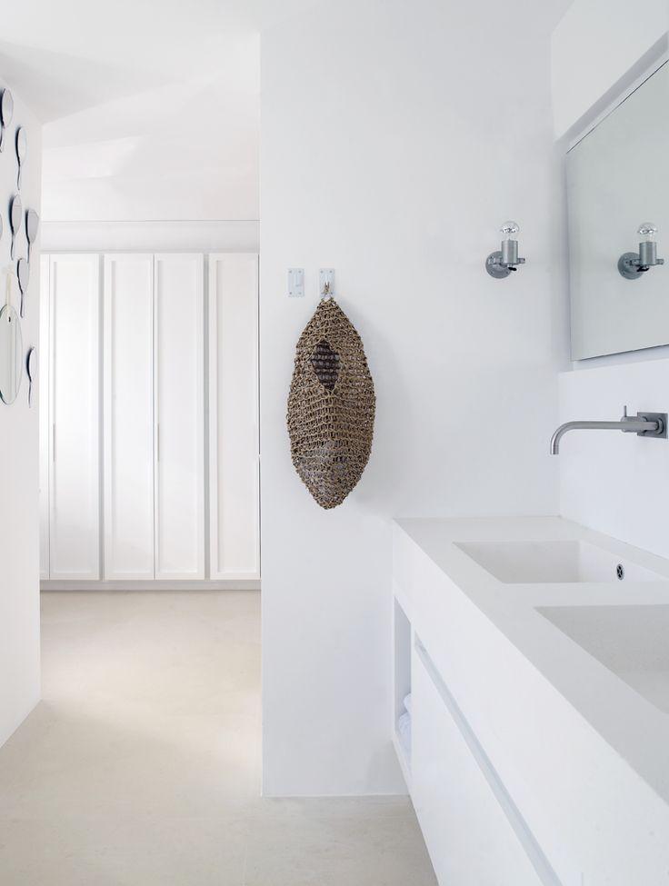 Karin Meyn | Detail in white room