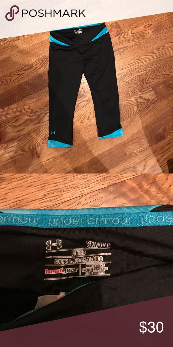 Under armour crops Thin material. Great for warmer weather Under Armour Pants Ankle & Cropped
