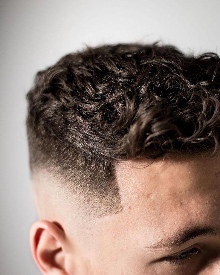 Chaotisch kurze Locken? Verblassen der Haut? EDITORIAL? Jody Botma #messycurls #shortcurls #curlybangs #skinfade
