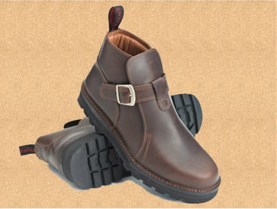 Style: Highlander Sizes: 6 - 13 UK including Halves up to 10.5 Last: L94 Colours and Soles: Highlander with Tractor Sole
