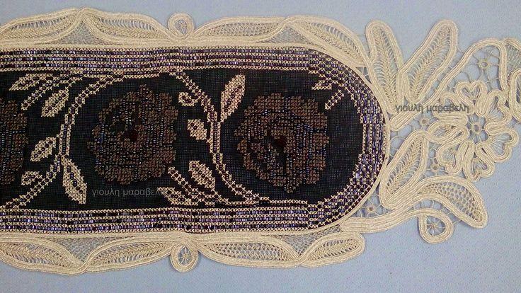 Πανέμορφη δαντέλα λασέ,δημιουργημένη με ασημί κορδόνι και ασημοκλωστή. Γιούλη Μαραβέλη-Χαλκίδα. Τηλ:22210 74152.