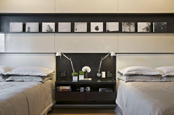 Sypialnia, pomysły na sypialnię, podówjne łóżko w sypialnia, szara sypialnia, meble do sypialni. Zobacz więcej na: https://www.homify.pl/katalogi-inspiracji/17746/jak-urzadzic-sypialnie-gwarantujaca-blogi-sen