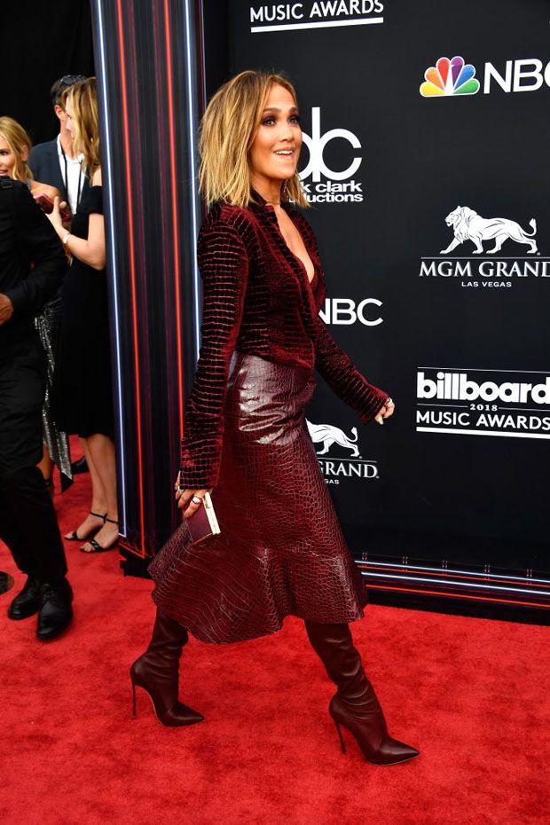 811e322044 Jennifer Lopez In Roberto Cavalli   Hair in 2019   Fashion, Red ...