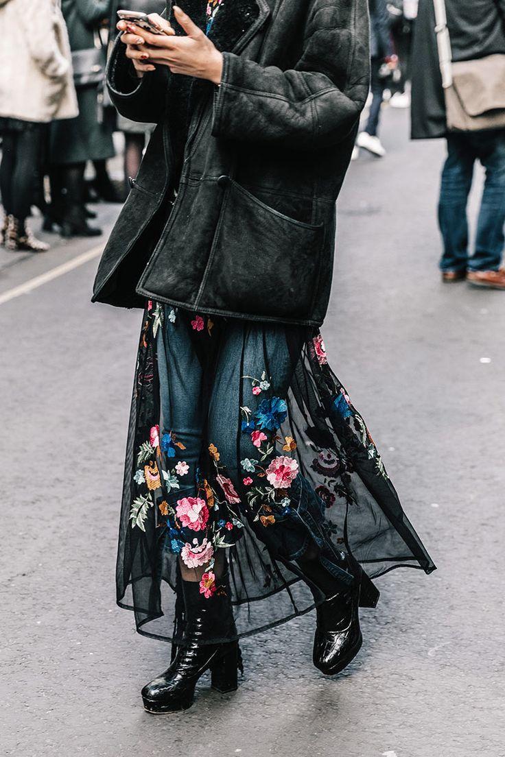 Falda de tul bordado