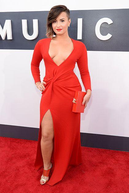 """Demetria """"Demi"""" Devonne Lovato (Albuquerque, Novo México, 20 de agosto de 1992) é uma atriz, cantora e compositora norte-americana."""