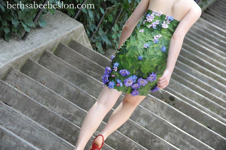 Sarah montant l 39 escalier dans une petite robe la coupe glamour et d lic - Escalier petite largeur ...