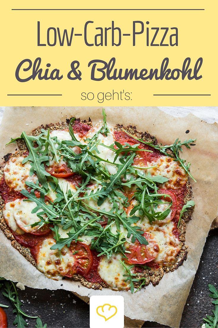 Gute Vorsätze und Pizza lassen sich nicht vereinen? Mit dieser Pizza schon! Der Boden wird aus Blumenkohl, Chiasamen und Kürbiskernen gemacht. Kohlenhydrate müssen auf dieser Pizza-Party draußen bleiben!