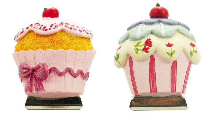 A forma di pasticcini, i magneti in resina Clips Cake Salvafragranza di Villa D'Este Home Tivoli sono un'idea molto decorativa per chiudere i sacchetti di caramelle e biscotti; prezzo di uno 3,40 euro. www.villadestehome.it