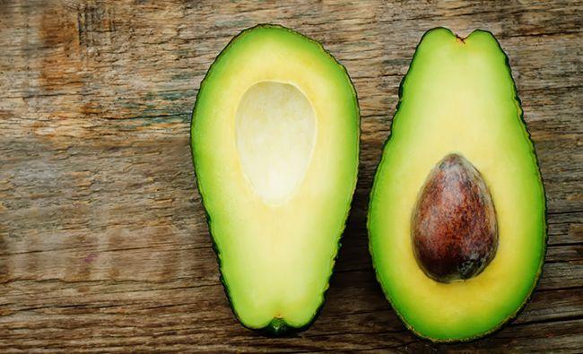 Kan man äta avokadokärna? Jo, det är faktiskt helt möjligt och dessutom nyttigare än själva frukten i sig!